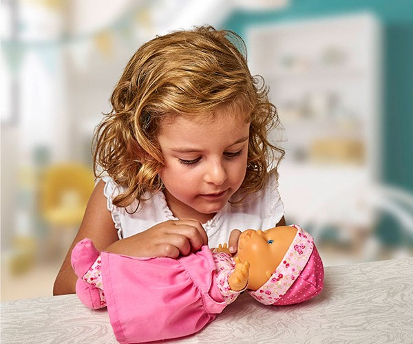 Nenuco Baby Talks: Veste a roupinha!